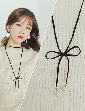 """On the <font color=""""#ffffff"""">necklace</font> Brie (17N474) [3tyoe]"""